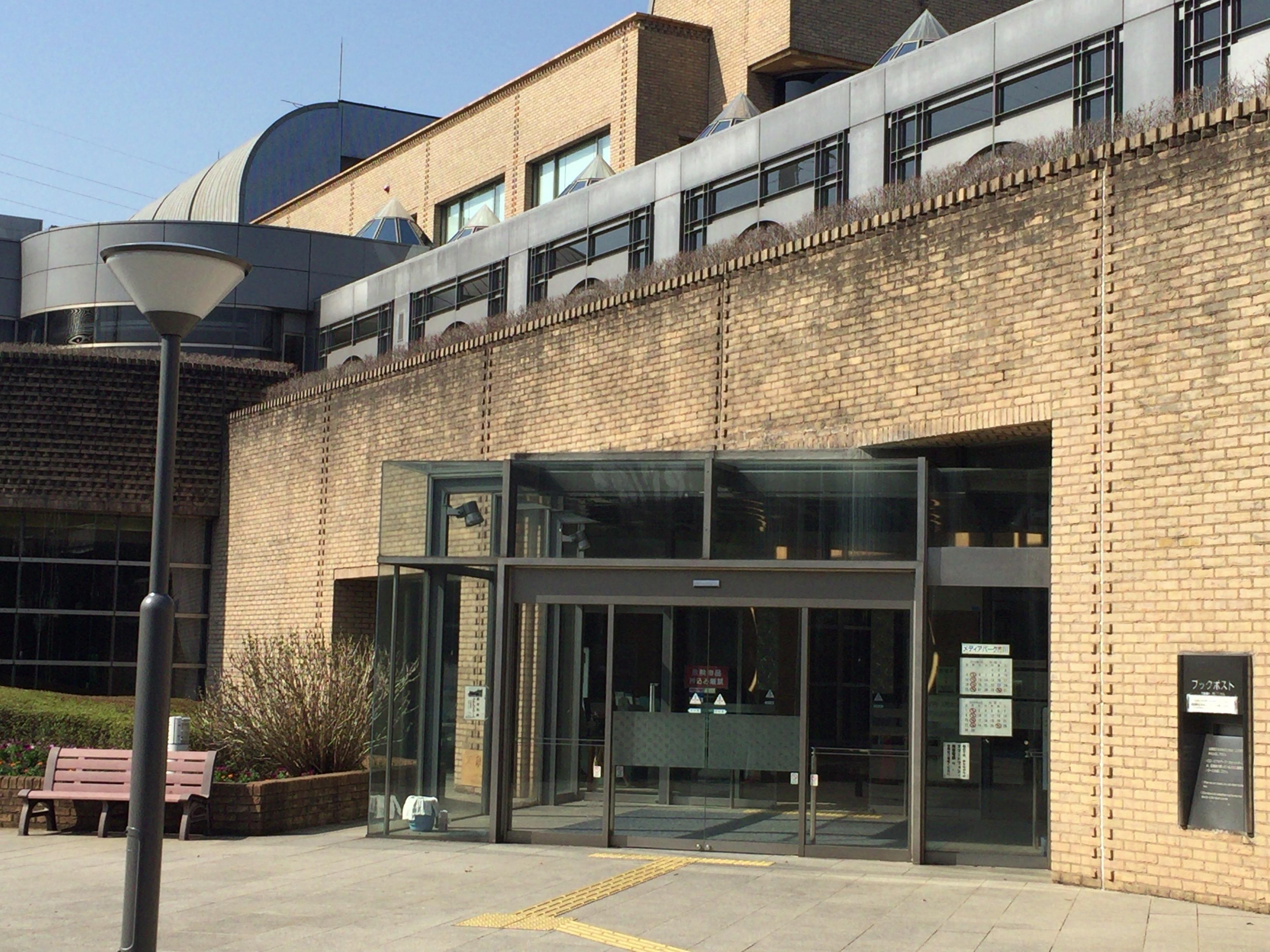 『市川市中央図書館』は市最大の蔵書数!勉強できる!WiFi使える!新聞雑誌も沢山よめる!